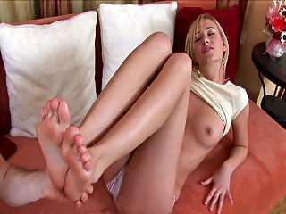 Porno Video of Pretty Davia Tries Anal Sex