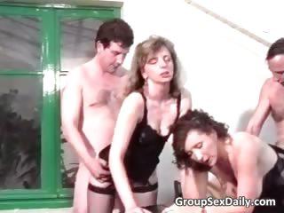 Групповое проникновение жены порно