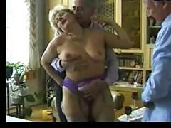 Муж делится старой женой с другом порно видео онлайн со старыми жёнами