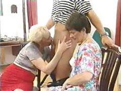 Две бабушки делают минет и занимаются сексом с внуком