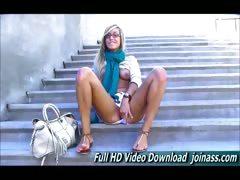 Подглядел на лестнице видео
