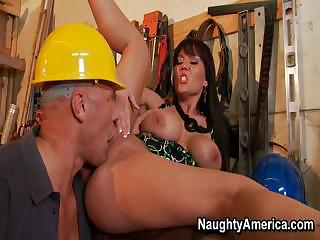 Porno Video of Claire Dames Gets Hammered By Strong Builder