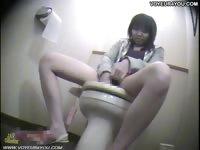 Шпион туалет мастурбация