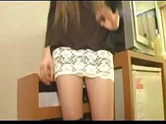 Новое частное порно видео с молодой длинноволосой девушкой в провинциальном городку России