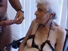 Бабки показывают член секс зрелых дам