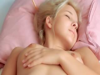 Самый большой член порно блондинка