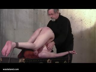 spreading babe s juicy anal canal