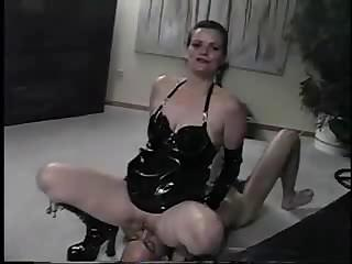 Porn Tube of Strict Mistress Controls The Time Of Her Husband`s Orgasm Precisely