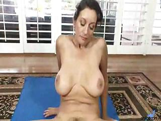 Porno Video of Busty Arabian Girl Demonstrates Her Daily Workout For Hairy Pussy