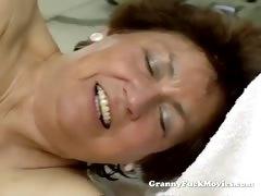 Молодой парень трахает пухлую волосатую бабушку