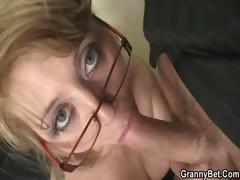 Порно на бельярдном столе лесби