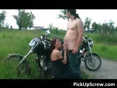 Женщина трахает мужчину в задницу видео ролик