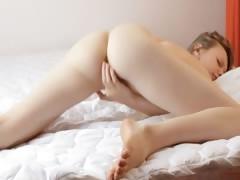 Порно в троем в кровати
