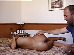 Красивый секс жена трахает мужа страпоном