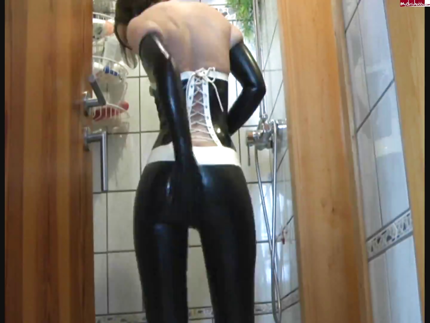 Porno Video of Latex Masturbation