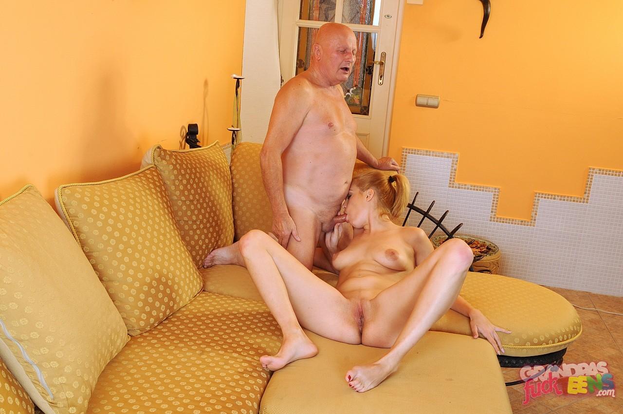 секс дед трахает внука