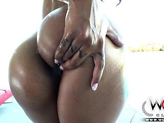 Phat big booty black chick gets a big black cock