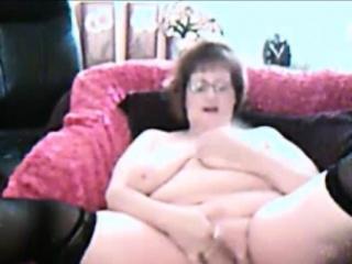 chubby amateur granny masturbating on webcam