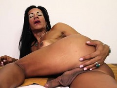 Busty shemale MILF Aline Ganzarolli plays with herself