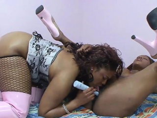 Hot lesbian session with two ebony sluts