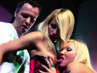 Fantastic foursome session starring two slutty lookers
