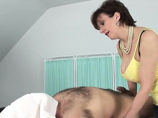 Unfaithful uk milf lady sonia flashes her heavy knockers