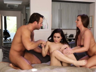 Fantasy pussyfucking threeway with bj babes