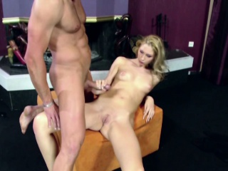 Extrem Hot MILF give him the best Handjob and cum on Pussy