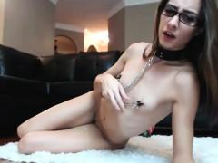 Emo solo photoshoot as she masturbates