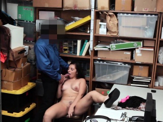 Shoplifter Luna Leve gets a hot sex with the officer