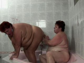 Fat woman sex in bath with man #8