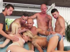 Geile biseksuele groepsneuk orgie