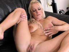 Big Titted Mature Honey Tara Spades Is Ending Her