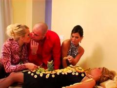 Playgirl Gets Her Urinate Wettened Twat Ravaged Vigorously