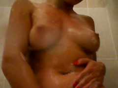 Amazing Gf Flashes Her Groin While Showering