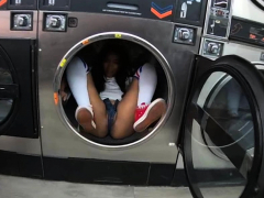 Thick Ebony Deep Throats Strangers Chisel At Laundromat