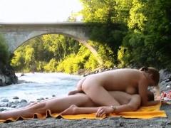 Hidden Cam Filming Couple Fucking Fun In River Beach