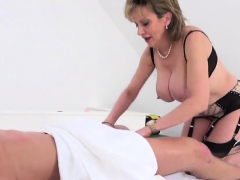 Adulterous Brit Cougar Gill Ellis Flashes Off Her Giga32mhu