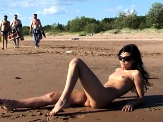 Beautiful amateur teen girl naked at the public beach