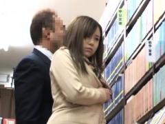 Het smerige meisje Miyu Kiritani hunkert er naar om geneukt te worden...