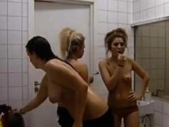 Svenska topless flickor p TV
