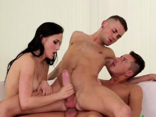 Sex Cutie in bi 3some