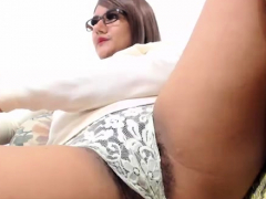 Hairy Towheaded Cougar Fingerblasting Pussy