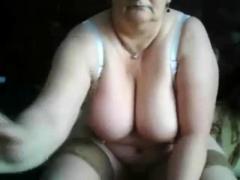 Oma Vor Der Webcam
