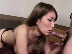 Japanese mistress, Yume Mizuki does her job, uncensored
