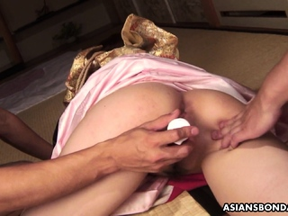 Azusa Uemura got tied up before having a wild threesome