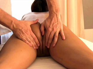 Thai cutie with a tight pussy fucked during her massage