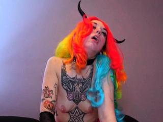 Nasty tattooed amateur hottie gets her cunt fucked hard