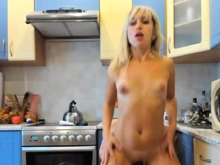 Blonde whore likes strapon sex live on Kakaducams com